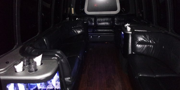 Milwaukee Party Bus :: Rent a
