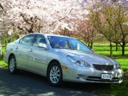Lexus ES300, 10 airbags, stability & cruise settings, etc